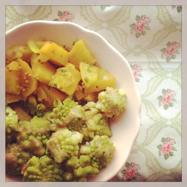 Batata doce com especiarias + brócolos com molho de mel e sésamo